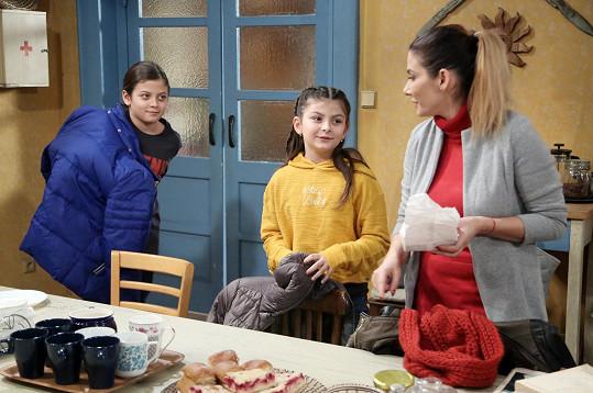 Eva Decastelo s dětmi během natáčení