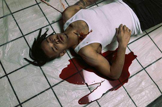 V tratolišti krve