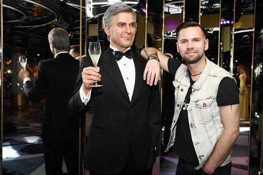 Na úspěch klipu si připil s voskovým Georgem Clooneym.
