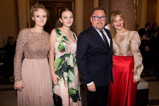 Mají spolu dvě krásné dcery (zleva) Františku (22) a Janu (19).