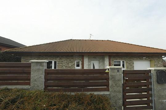 Tohle je dům na okraji Plzně, kde Limberští žijí.
