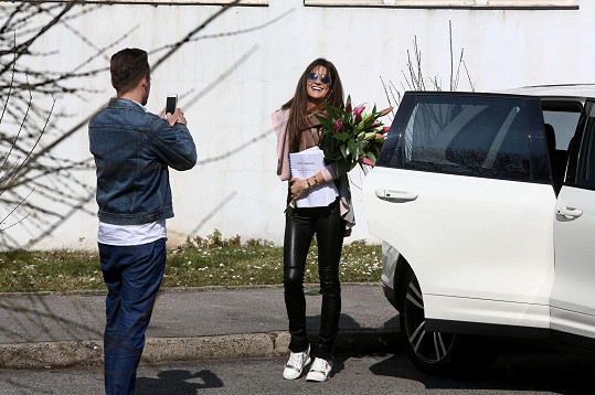 Petra Faltýnová s Leošem Marešem při natáčení