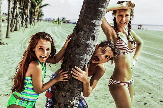 Denisa a Natálka na Miami tráví prázdniny.