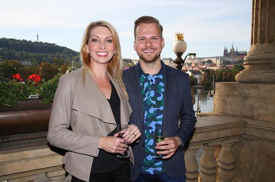 Martin Chodúr je po boku partnerky Ivony moc šťastný.