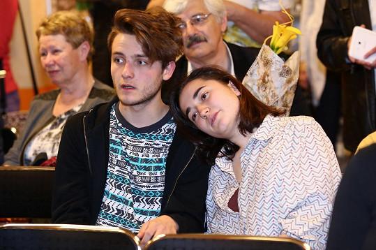 Rašilov má s Vandou Hybnerovou ještě dceru Josefínu (na snímku s přítelem)...
