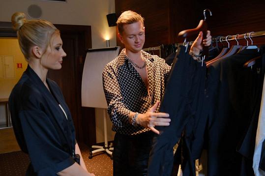 Ředitelem Miss Slovensko je návrhář Michael Kováčik, který v Česku obléká mj. Anetu Vignerovou nebo Zorku Hejdovou.