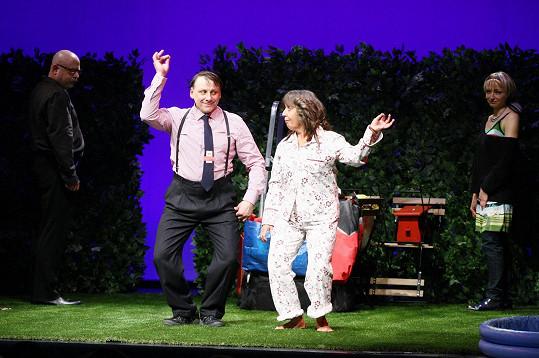Bára s Radkem v představení Kočka v oregánu