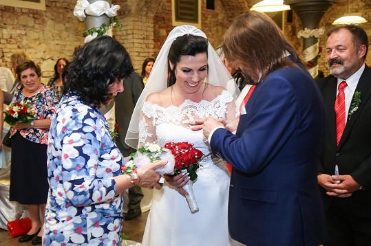 Bohouš Josef se oženil.