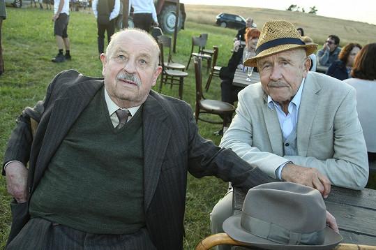 V seriálu si zahrají také Oldřich Vlach a Petr Nárožný...