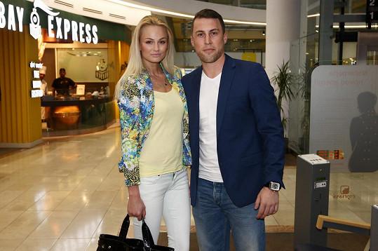 Tereza Fajksová přemluvila svého přítele Luboše, aby s ní vyrazil na premiéru filmu Rychle a zběsile 7.