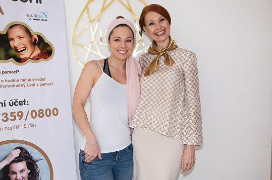 Sbírku pro Sofii připravila specialistka na východní medicínu Judita Halvová společně se zpěvačkou Míšou Tomešovou.