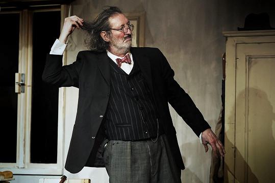 Bolek Polívka hraje v několika hrách svého divadla.