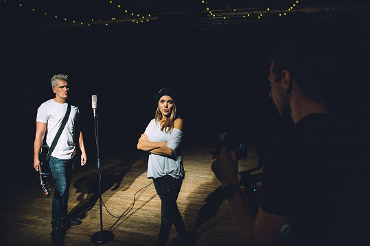 Lucka a Julián při natáčení