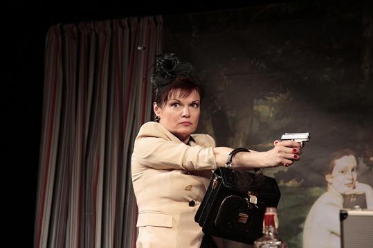 Simona jako žena mstící se za nevěru svého muže.
