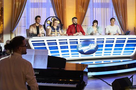 Porotci letošní SuperStar jsou zleva Leoš Mareš, Patricie Pagáčová, Marián Čekovský, Monika Bagárová a Pavol Habera.