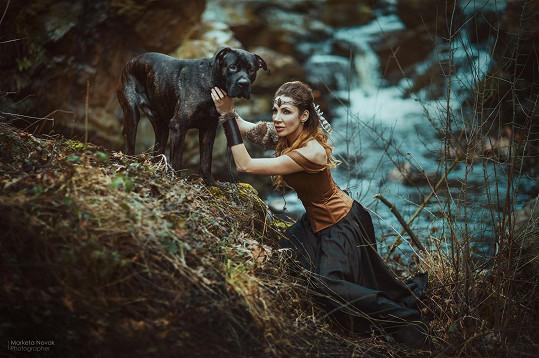 Olga fotila s pejskem, který hledá novou rodinu.