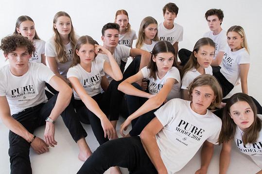 Finalisté a finalistky modelingové soutěže Pure model 2018. Mikolas během finále zazpívá.