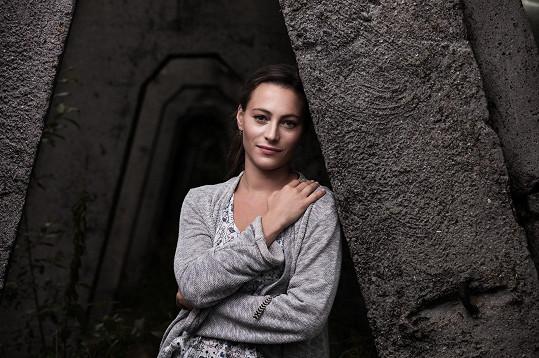 Johana Matoušková hraje hlavní ženskou roli v novém krimi seriálu Vzteklina.
