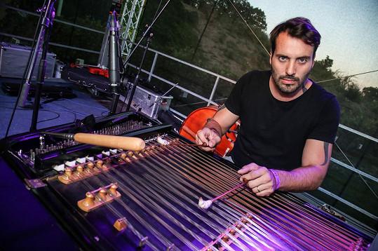 Václav Noid Bárta hrál na cimbál.