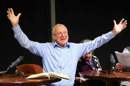 Vladimír Pucholt se v Malostranské besedě znovu ponořil do hry Podivné odpoledne Dr. Zvonka Burkeho.