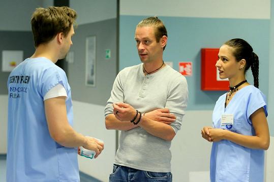 V Modrém kódu hraje pacienta Slavíka.