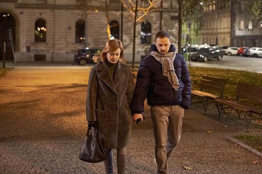 Romantická večeře pokračuje romantickou procházkou...