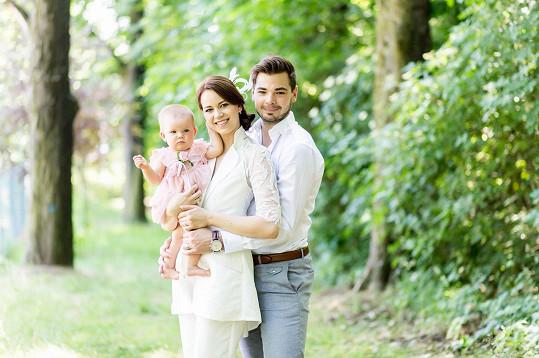 Karolina Gudasová a Michal Neuwirth už mají dceru Emilku. Teď se dočkají dalšího potomka.