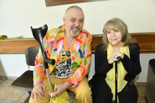 Rozloučit se přišli i Eva Pilarová a Pavel Vohnout.