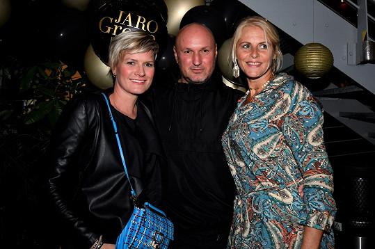 Jana s Hanou Horovou, provdanou Freiberger a majitelem agentury Jaro Rosťou Janků