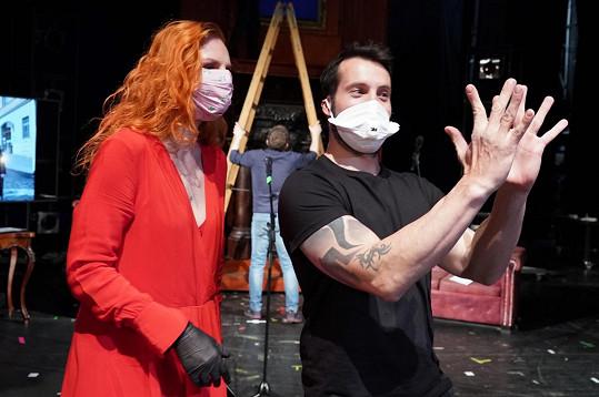 Vašek a Iva při show, kterou živě přenášely dva weby a divácký nápor nevydržely.