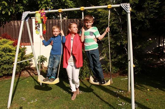 Nicol Lenertová a její dva synové