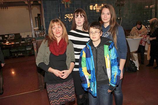 Křtu poslední knihy Vladimíra Čecha se zúčastnila jeho početná rodinka: manželka Milada, dcera Petra, syn Matěj a dcera Sára.