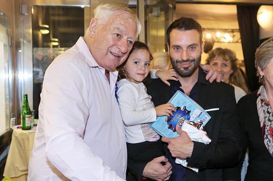 Václav Noid Bárta s otcem a dcerou Terezkou