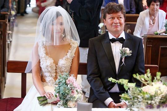 Svatba se konala v kostele.