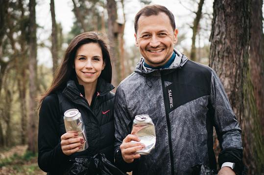 Vojta Bernatský běhal s manželkou po lese a sbíral odpadky.