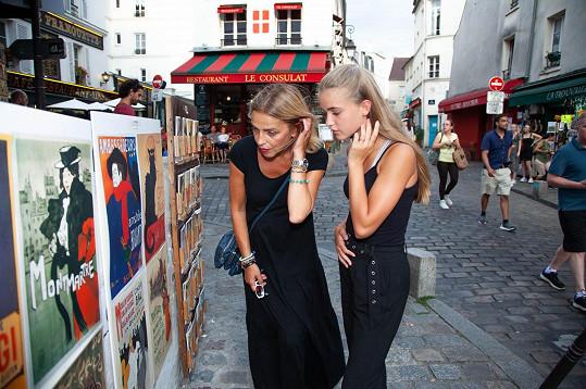 Procházely se stejnými uličkami jako kdysi Amélie z Montmartru, po které má hereččina dcera jméno (jen s krátkým e).