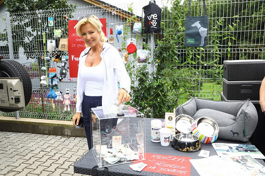 Kateřina Brožová přišla podpořit svou účastí i finančním darem psí útulek.