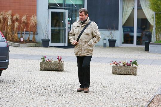 Rozloučit s mladým kolegou se přišel Zdeněk Junák.
