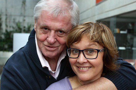Laďa Kerndl s Danielou Brůhovou v jejím pořadu Host do domu.