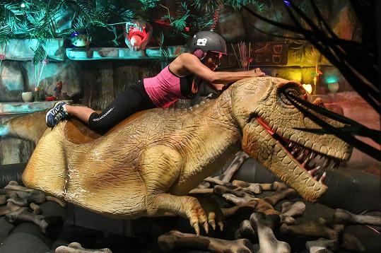 Jak si Anife poradí s dinosaurem?