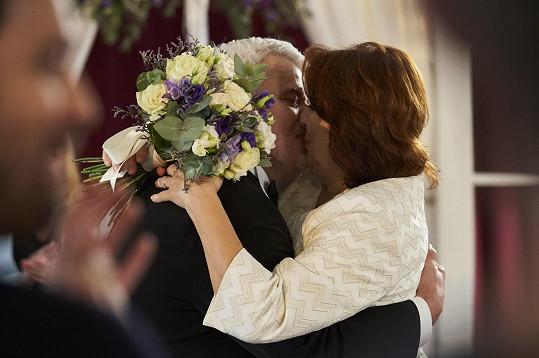 """""""Pracovních svateb může být ještě víc, ale my dva za sebou máme určitě první a poslední,"""" doplnil ji manžel."""