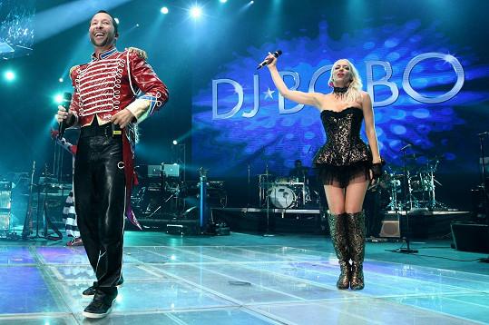 Katka vystupuje pravidelně po boku DJ Boba.