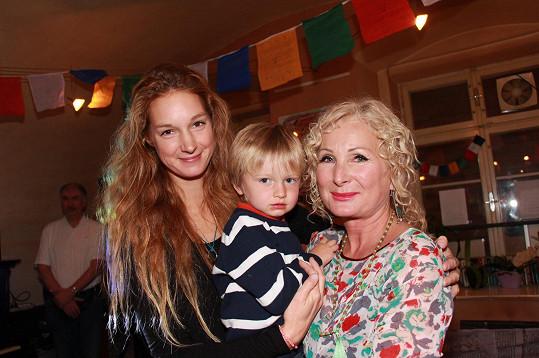 Světlana s dcerou a vnukem Michálkem