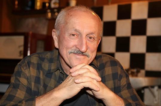 Oldřich Navrátil nahradí Václava Postráneckého v seriálu Krejzovi.