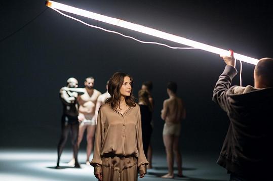 Martina Bárta ve videoklipu k písni My Turn