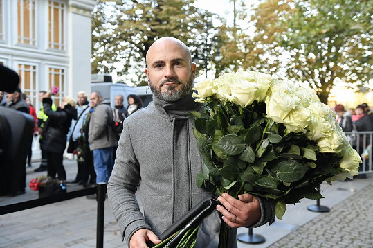Ve frontě nechyběl ani zpěvák kapely Lunetic a moderátor Snídaně s Novou Aleš Lehký.