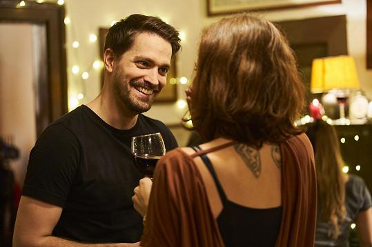 V seriálu se objeví jako charismatický MUDr. Daniel Zach.