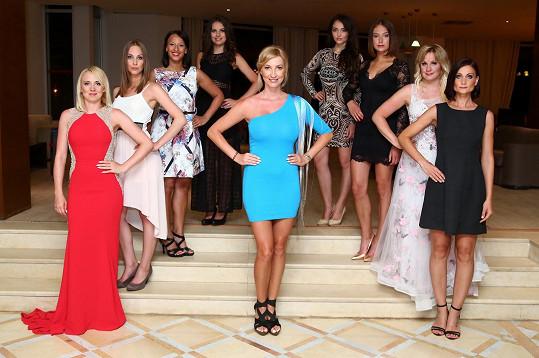 Dominika s osmi dívkami, které se účastnily jejího kurzu.
