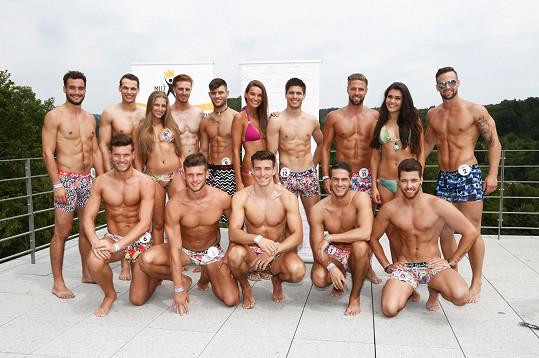Andrea Kalousová s kolegyněmi a s finalisty Muže roku 2015