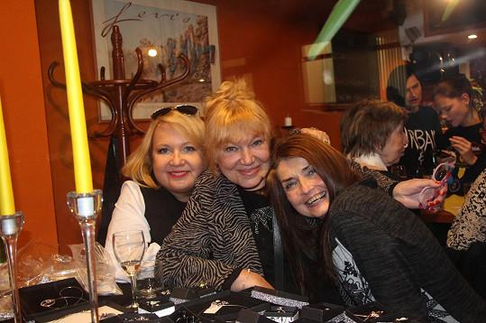 S kolegyní Miluškou Voborníkovou a dcerou Kateřinou